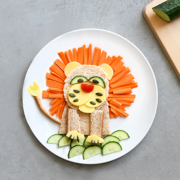 Want to change of the classical triangle sandwich? The lion sandwich is a simple and perfect alternative with good and healthy ingredients!