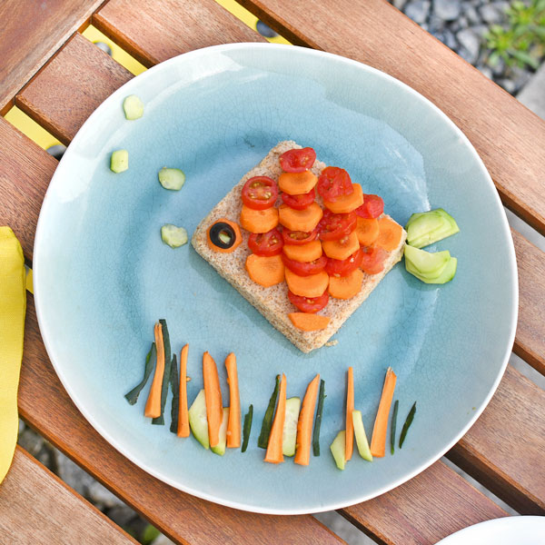A healthy fish-shaped sandwich: the best for your holiday picnics!