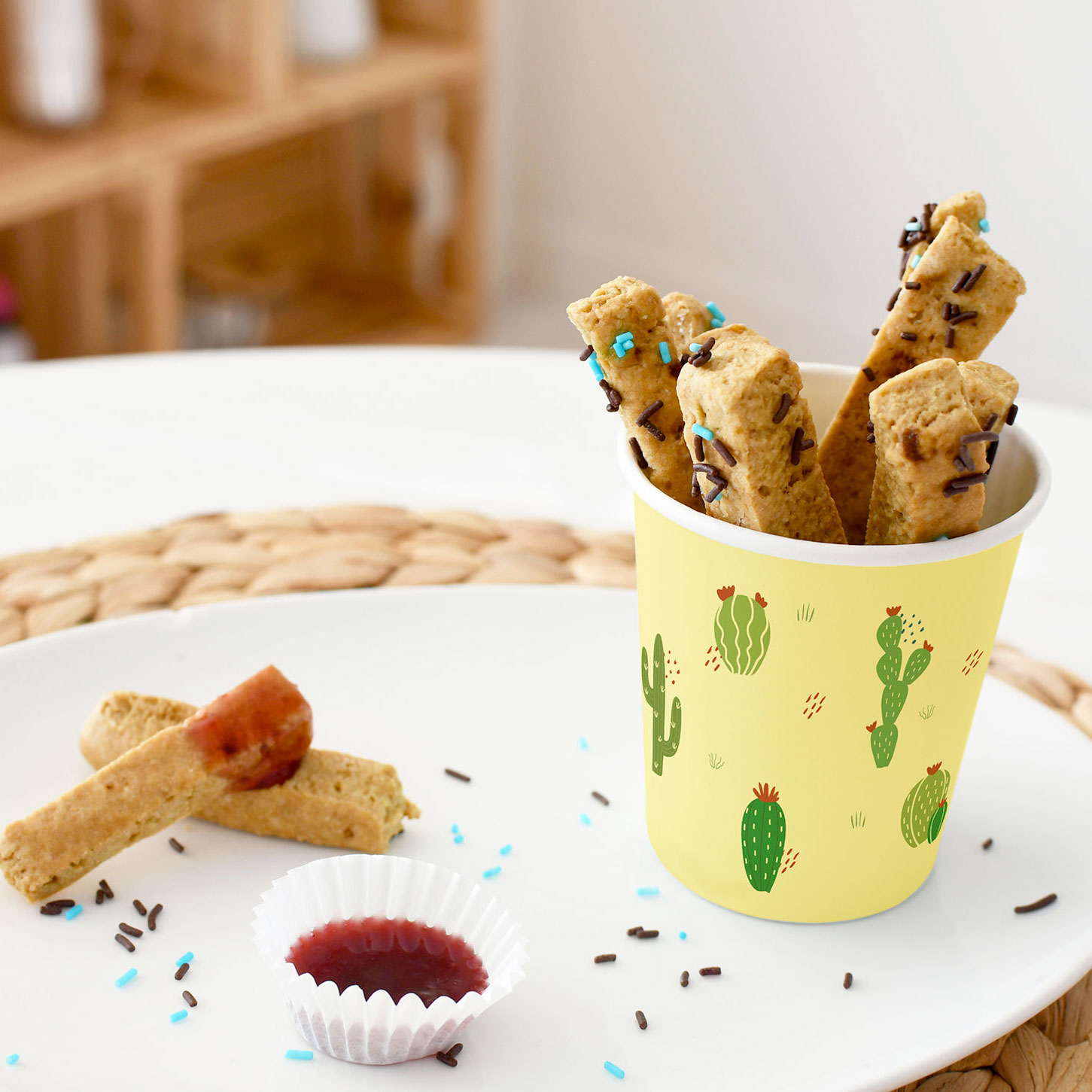 Impress your guests with this delicious recipe of trompe l'œil dessert! Realise sweet chips and their sauce to surprise your kids at the end of the meal!